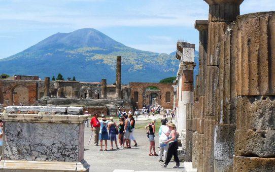 Pompeya, bajo el volcán