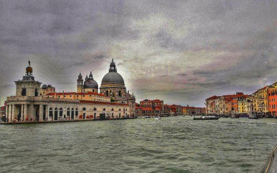 """Venecia: una diosa con """"los pies de barro"""""""