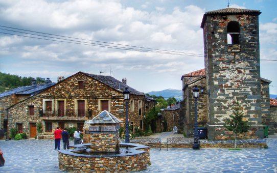 Valverde de los Arroyos: viaje a la arquitectura negra